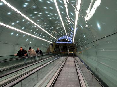 Rolltreppe zur U-Bahn-Station Świętokrzyska