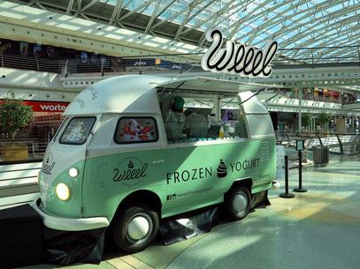 """Verkauf von """"Frozen Joghurt"""" in der Shoppingmall"""