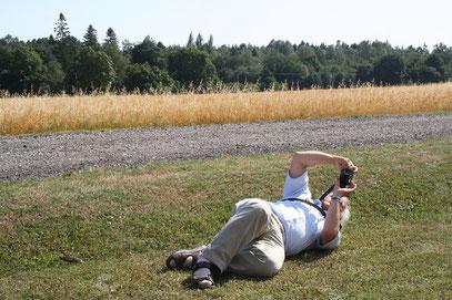 """Frank fotografiert aus der Froschperspektive ... dieses schräge Motiv """"Rotel-Gruppe mit Windmühle"""". (Foto: U. Leonhardt)"""
