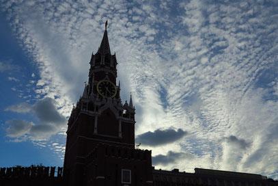 Spasskaya-Turm des Kremls im Abendlicht