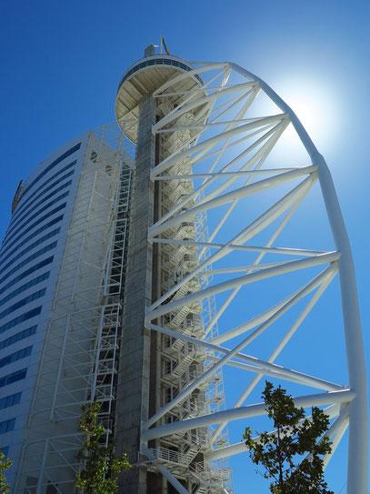 Vasco-da-Gama-Turm mit angebautem Hotel Myriad
