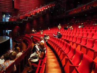 Zuschauerraum für 764 Personen
