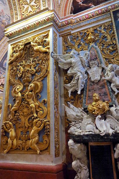 Seitendekor in der Kapelle von Aragon, Katalonien und Navarra