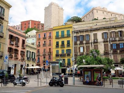 Piazza Jenne, im Hintergrund der Torre dell'Elefante