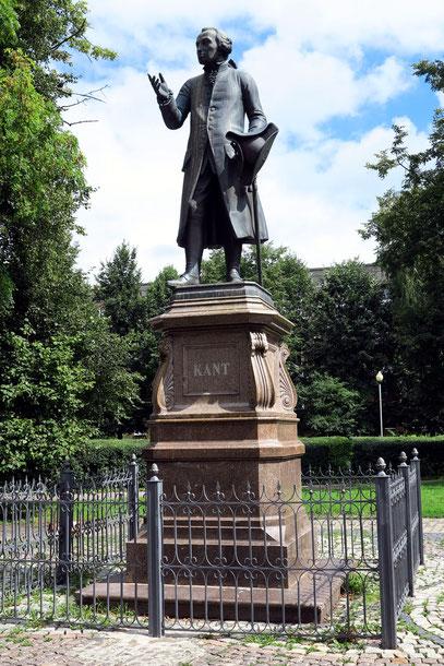 Statue Immanuel Kants. 1992 wieder aufgestellt.