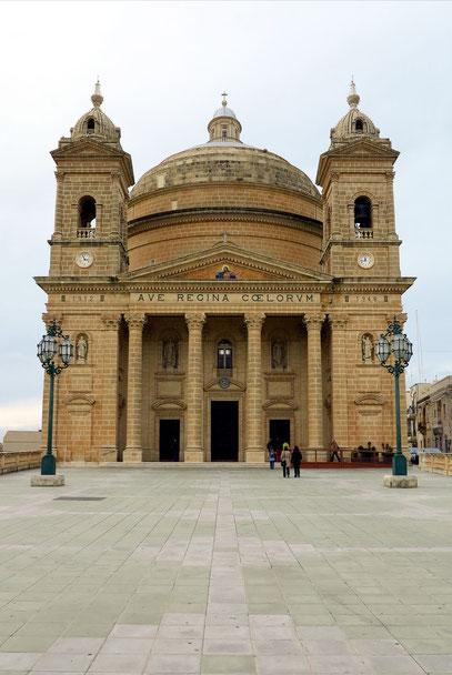 Mgarr. Kirche Sta. Maria mit einer der großten Kuppeln der Welt