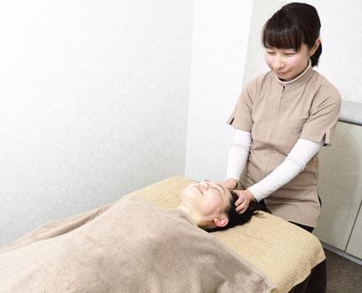 ヘッドマッサージはベッドで施術します。