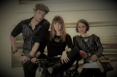 Armbänder, Gürtel und Taschen aus gebgrauchten Fahrradschläuchen und Filz von Stef Fauser Design.