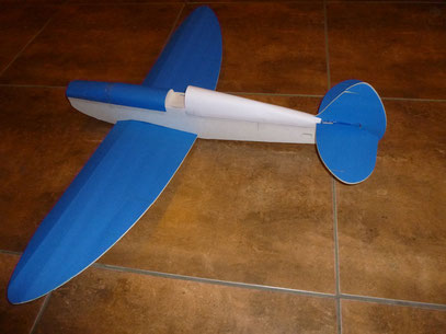 """Avion de Foamboard para radio control de 42"""" X 32"""" (1.10 Mts X 0.81 Mts)"""