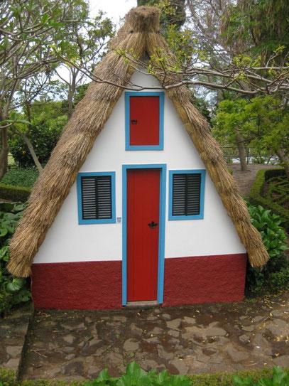 """Typische Häuschen """"Casa de Colmo"""" von Madeira"""