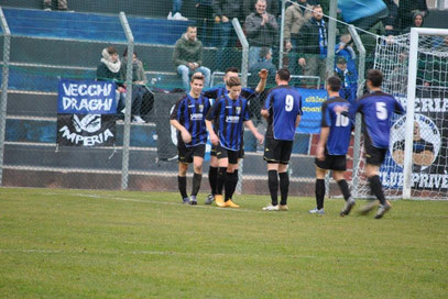 85': festa neroazzurra dopo il gol del 4-1 realizzato da Garattoni