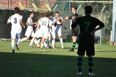 42': festa neroazzurra dopo il gol vittoria di Gazzano