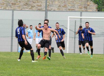 49' Faedo esulta dopo il gol vittoria