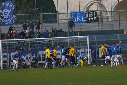 81' esultanza neroazzurra dopo il gol del pareggio di Corio