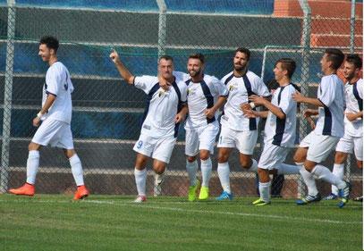 Esultanza neroazzurra dopo il gol dell'1-0 di Prunecchi