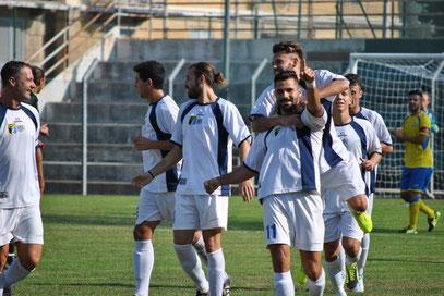 Castagna esulta dopo aver realizzato il suo secondo gol