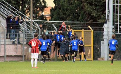 2': festa neroazzurro dopo il gol di Gazzano