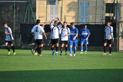 Castagna festeggia dopo il gol del vantaggio