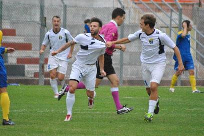 11': la gioia di De Simeis e Garibbo dopo il gol dell'1-0