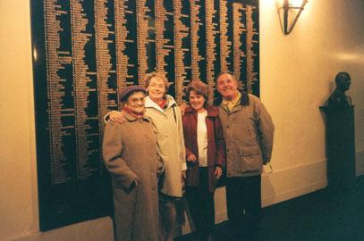 2005 - Visite A.A.A F.L du Havre au Musée de l'Ordre de la Libération - Cliché pris devant la liste des 1038 Compagnons de la Libération