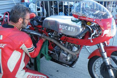 350 Ducati évidement!