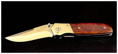 Speckmesser:  Auf Wanderungen ist ein scharfes Taschenmesser unentbehrlich, damit eine zünftige Brotzeit gemacht werden kann.