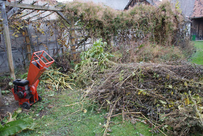 Herbst - Kompost- Häcksler--> bild anklicken--> vergrößern