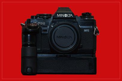 MINOLTA X-700 (hier mit Motor-Drive 1)