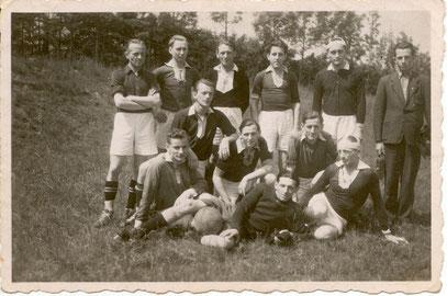 """1.Fußballmannschaft """"Schwarz-Weiß Steinsdorf"""" Saison 1948/49"""