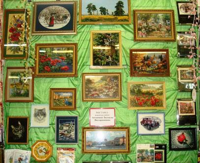 """Очень благодарна сотрудникам магазина """"Стежок"""", организовавшим мою выставку - Ирине Болдиной и Татьяне Овсянниковой."""