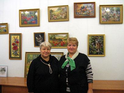 Ещё две вышивальщицы посетили мою выставку - золовка с подругой.