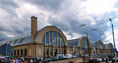 Früher Zeppelinhallen - heute Markthallen.