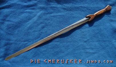 Schmales, zweischneidiges Schwert