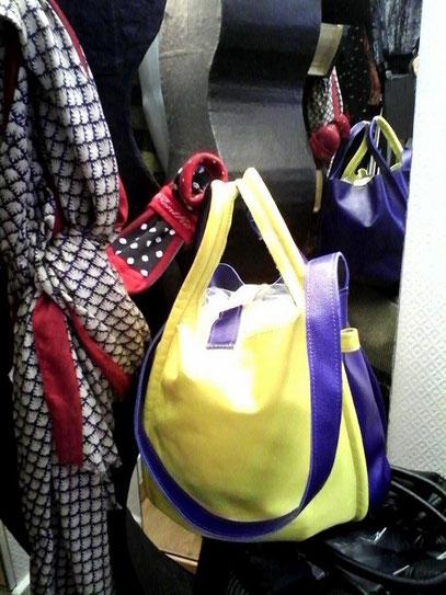 sac bicolore et son porte monnaie coordonné
