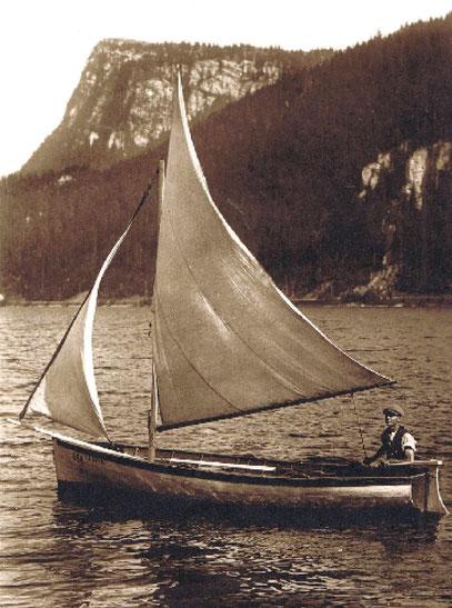 """Lago Brenet. """"Le Rêve"""", barca di Edgar Rochat della Charbonnière, pescatore, timoniere e ammiratore di Alain Gerbaut"""
