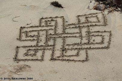 Keltischer Liebesknoten - am Strand in Irland entdeckt