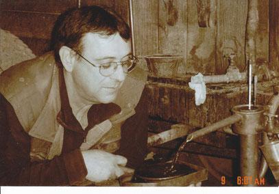 Bernard lacave et son armagnac autour de l'alambic