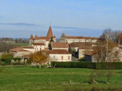 Ovni triangulaire survolant la ville de Chillac, France, 14 Novembre 2014 Image