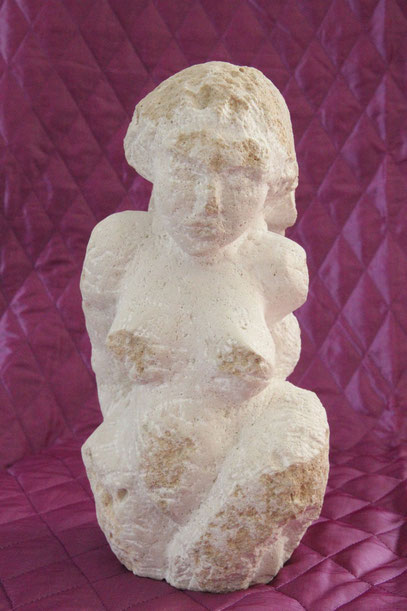 Gaia, Urmutter, 2008, Muschelkalk, 30 cm