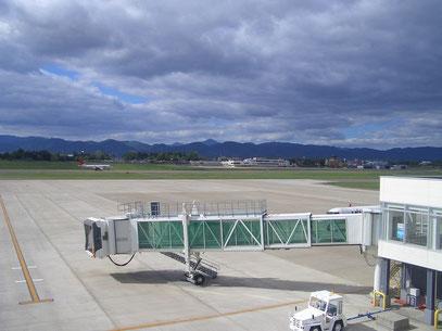 (新ターミナルから旧ターミナルを望む)