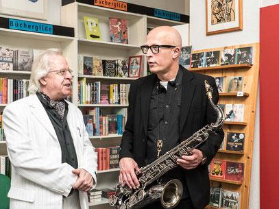 Marc Mandel mit dem Krimi-Autor Hans-Jörg Kühne (Codex Rosbud)
