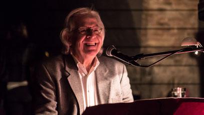 Marc Mandel bei einer Lesung der LiteraturInitiative im Kellerklub im Darmstädter Schloss am 1.2.2018 (Foto: Ellen Eckhardt)