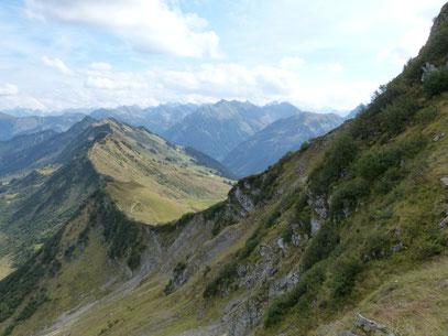 Höhenweg vom Walmendingerhorn bis zur Ochsenhofer Scharte,und weiterführend rechts zum Grünhorn