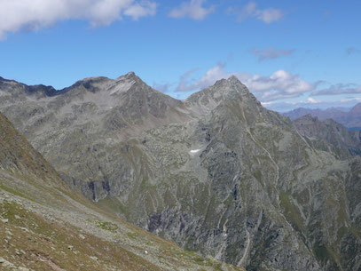 Blick auf Tschigat (rechts) und Lazinser Rötelspitze(links),beim Abstieg vom Gingljoch.