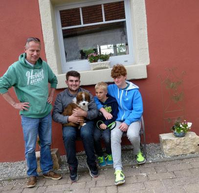 Rocky zieht nach Bamberg - nun hat die Frau des Hauses 5 starke Männer bei sich :-)