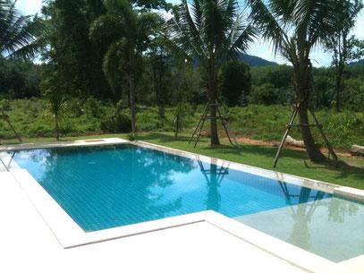 constructions de piscine construction de maison khao lak thailande maiso. Black Bedroom Furniture Sets. Home Design Ideas