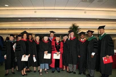 ハーバード大学 卒業式にて (受賞を受けに出席)