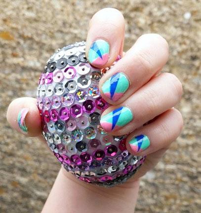 nail-art-trio-asymétrique-LesAteliersDeLaurène