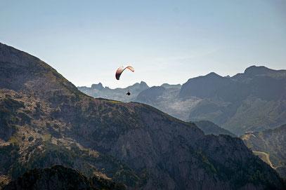 Über den Bergen muss die Freiheit wohl grenzenlos sein