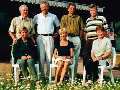 Die Initiatoren der Tennisabteilung des Sportbund DJK Rosenheim: Damen von links: Inge Seydel, Irmi Wagenpfeil, Inge Ewald. Die Herren von links: Franz Ewald, Georg Görgner, Heinz Wagenpfeil, Ulli Seydel.